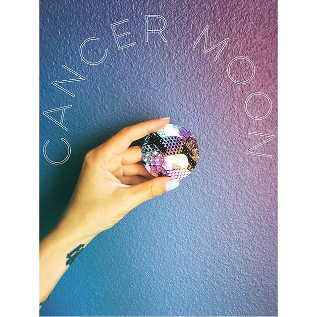 It's a super new moon in Cancer tonight, which means spending some time swimming deep in our feelings. . What we care deeply about brings up intense emotions, but those feelings are markers, helping us to guide our lives with our hearts. . #newmoon #witch #cancer #astrology #intention #missyou #🐺 #✨