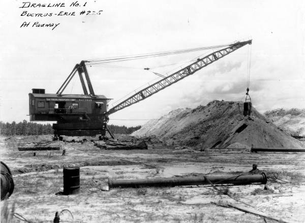 A Southern Phosphate Corporation dragline creates a spoil mound, circa 1923. Photo credit: State Archives of Florida, Florida Memory.