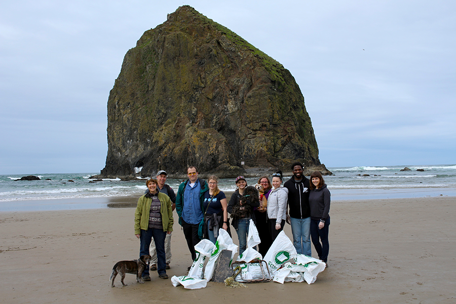 RR 2016 Beach Clean Up Team: Hilary Pfeifer, Karl Kaiser, Sara McCormick, Sara Sjol, Jenn Feeney and Jeremy Okai-Davis.