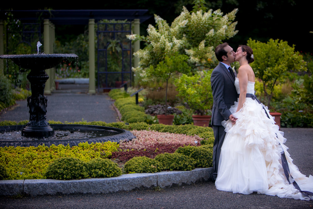 Garden weddings are THE BEST! Couple: Roberta and Josh West | Dress: Vera Wang Hayley | Photo: EverTrue Studios