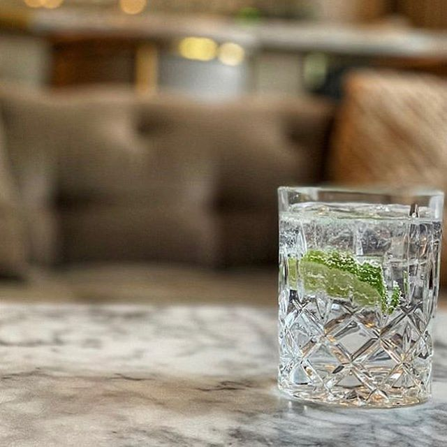 Specialty cocktail at the Club for #membersonly @thompsonhousegroup . . . #thompsonhousegroup #hillspenthouse #hillspenthousewh #westhollywood #losangeles #weho #privateclub #membersonly #privatemembersonly #membersclub #workandplay #officegoals #elevated #workspace #coworkingspace #perks #membersperks #happyhour #happyhourla #events #eventspace #luxury #lifestyle #oscars2019 #academyawards #redcarpet #alist #grammys #grammys2019