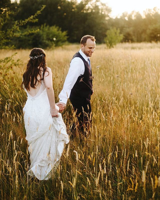"""Listen! The wind is rising, and the air is wild with leaves, We have had our summer evenings, now for October eves!"" - Humbert Wolfe .⠀ .⠀ .⠀ #captus #captusphotography #captusweddings #pnwedding #seattlephotographer #seattlephotography #pnwisbest #livethelittlethings #weddingphotography #fuji #pnwlife #lookslikefilm #seattlebride #pnwwedding #washingtonwedding #lovelysquares #fujifilm #nwweddings #pnwphotography #bride #pnwcollective #collectivelycreative #pursuepretty #soloverly #weddingdetails #outdoors #seattlewedding #weddinginspiration #vscowedding #portraitcollective"