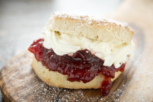 Fine scones med Lerum Heimefrå Jordbærsyltetøy
