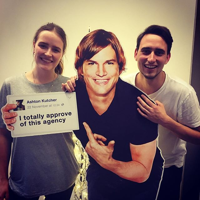 @ashton__kutcher approves @robertboisen. @robertboisen totally approves @klaravilshammer and @christofferboas - Best interns, Best farewell gift ever.