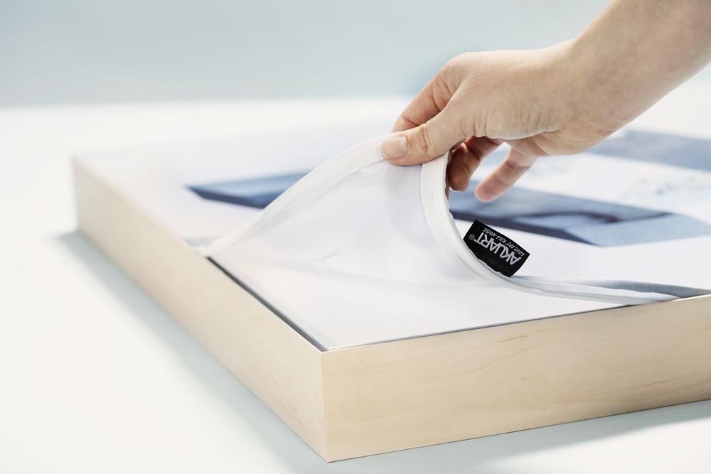 Skicka eget motiv i storformat ( max storlek 3x25m) påutbytbar dukar som kan tvättas