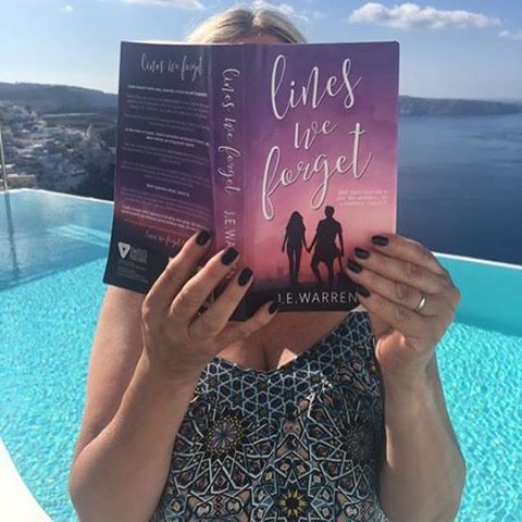 Anna and Charlie have been transported all the way to beautiful Santorini (I am mega jealous!) ☀️ #linesweforget #santorini #greece #reading #international #romance #authorsofinstagram #booksofinstagram #book #newadult #wattpad #sweet #pool #fan