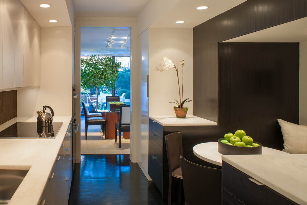 Compact Contemporary Kitchen