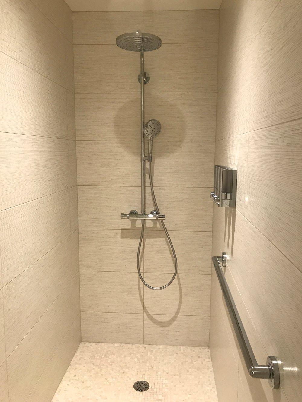 Crema Marfil Shower