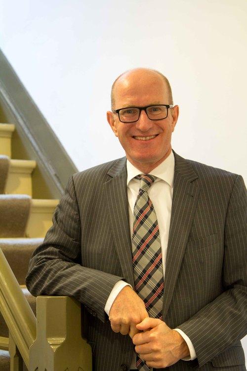 Peter van Rooij   Directeur / eigenaar     Taken: - Fiscaal advies - Financieel advies - Financiële planning - Estate planning - Echtscheidingen - Lonen