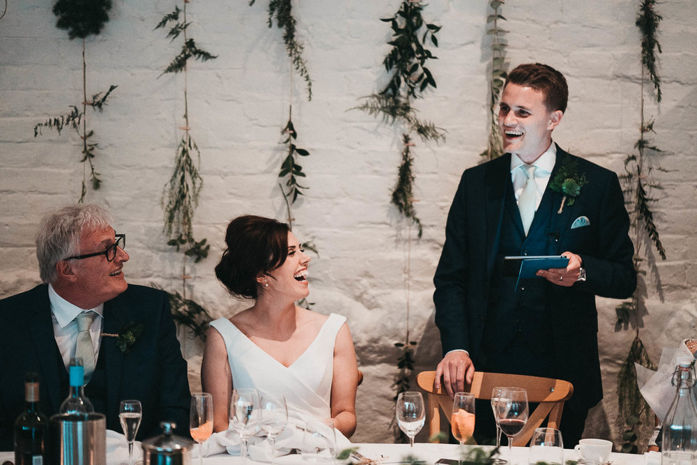 groom-speech-photography