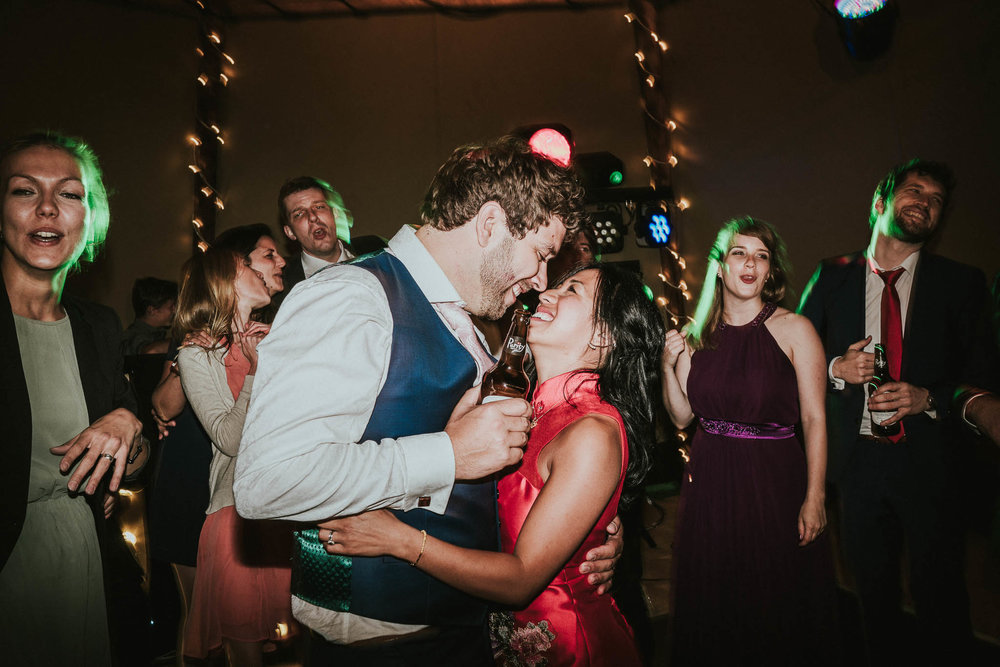 couple-on-dancefloor-pictures