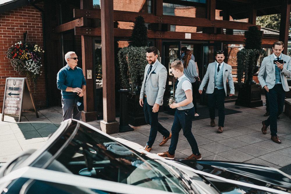 groomsmen-candids