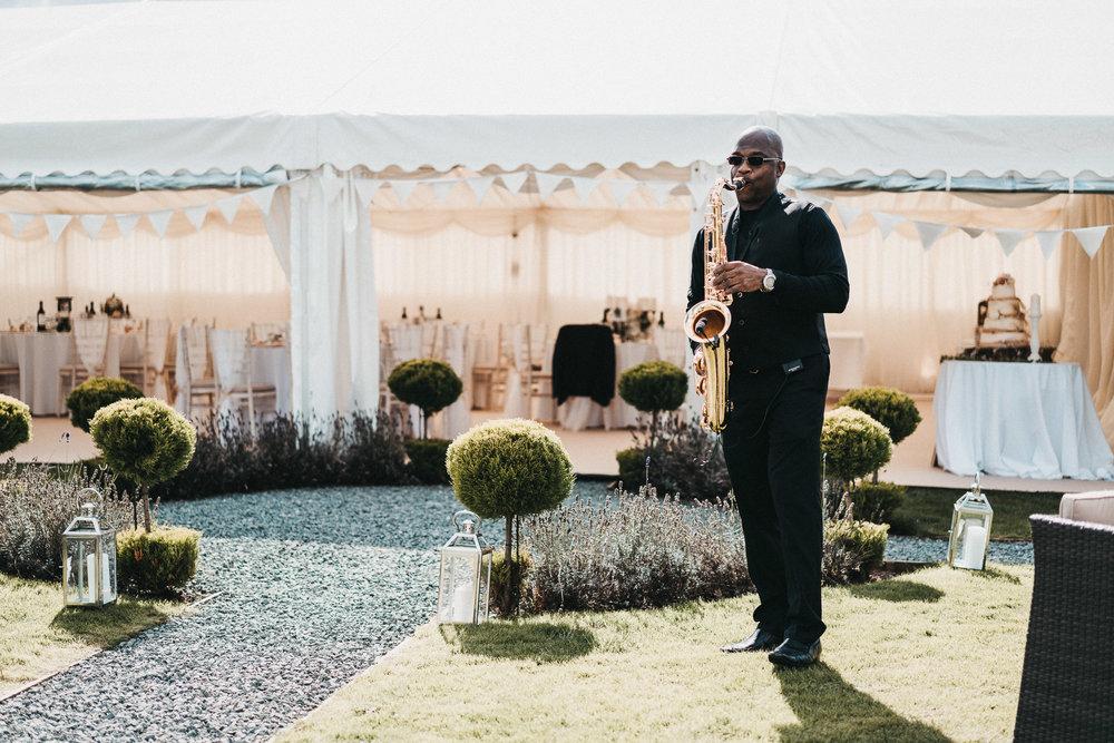 wedding-saxophonist