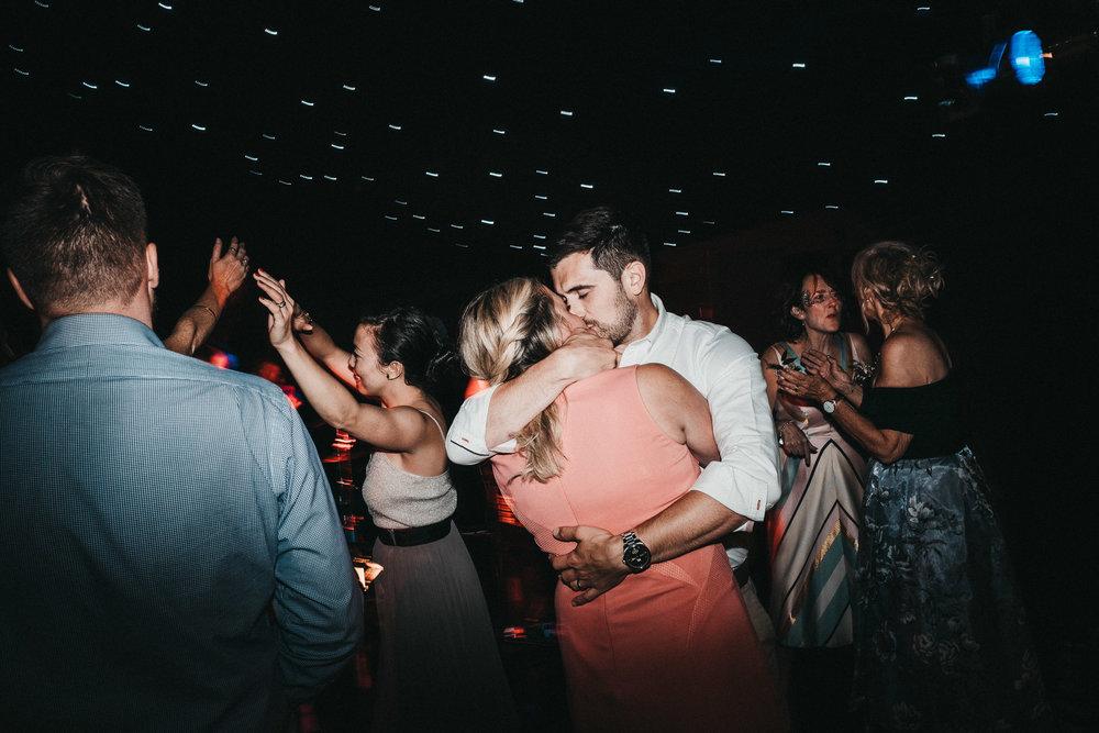 awesome-wedding-dancing-photography