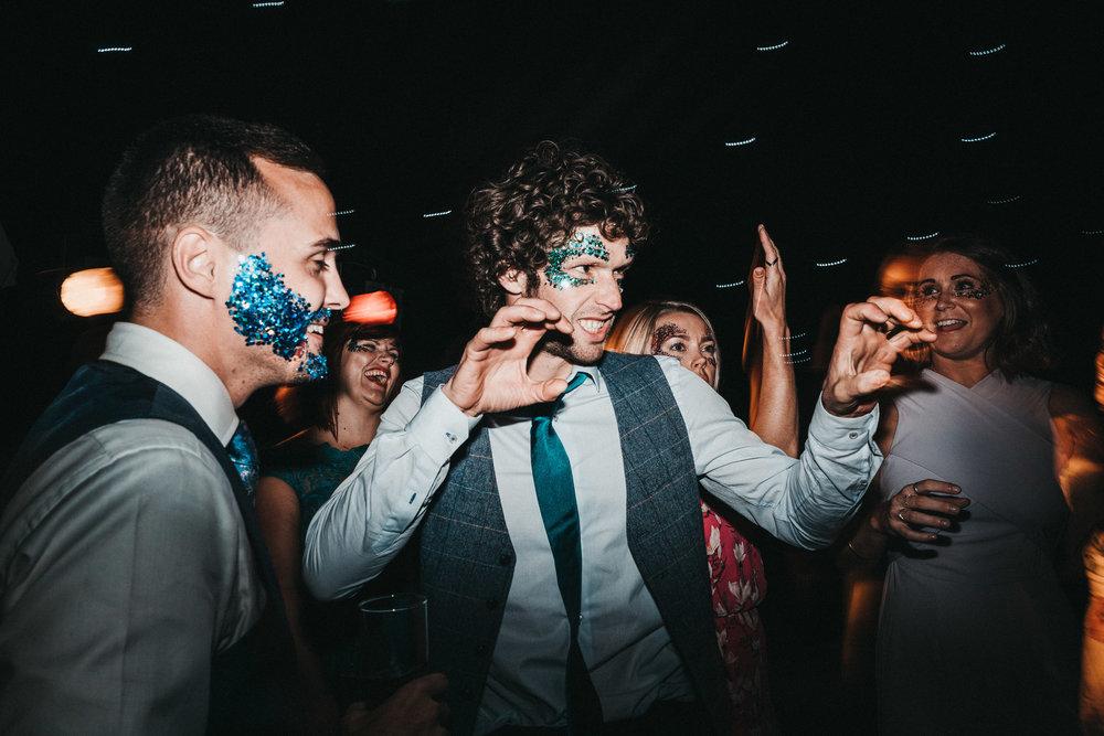 wedding-glitter-paint