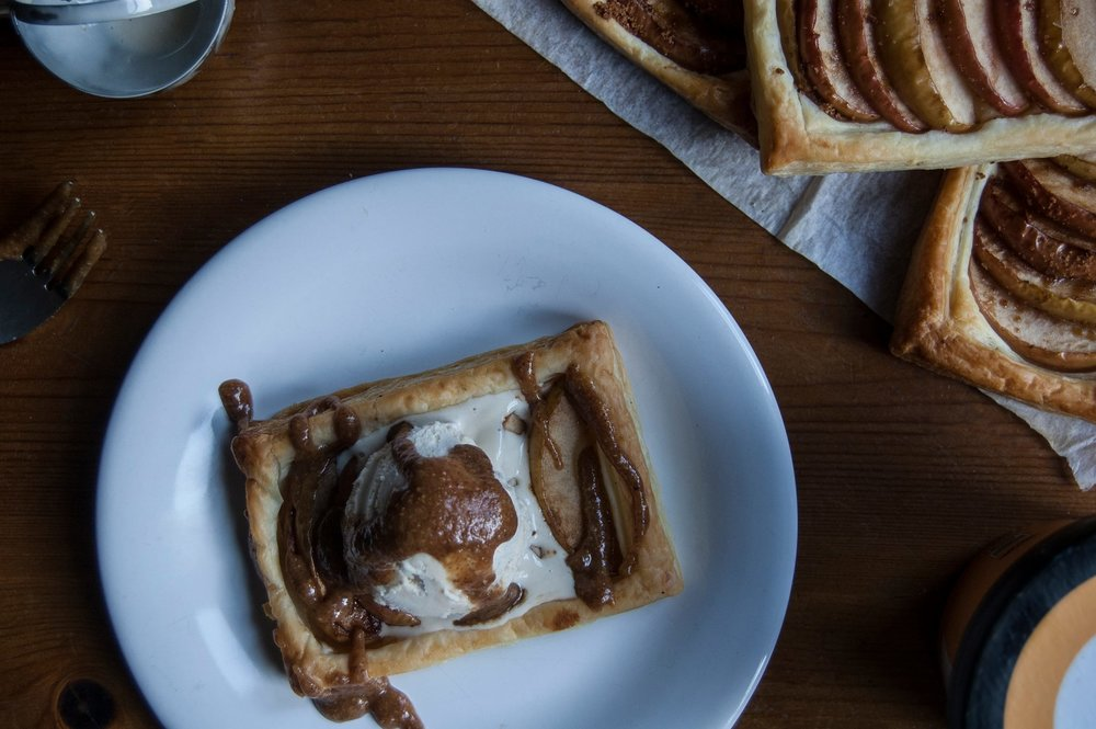 Oppo recipe: Puff pastry apple tart with Oppo Ice Cream