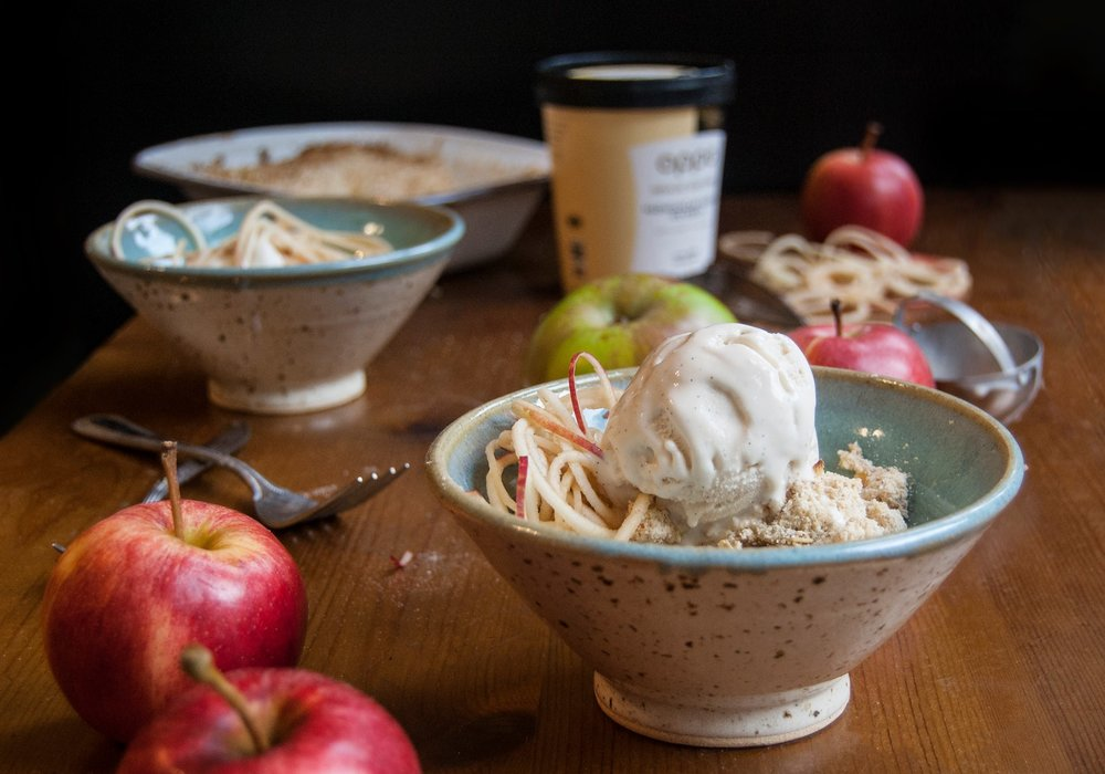 Oppo recipe: Spiralized apple crumble with Oppo Vanilla ice cream