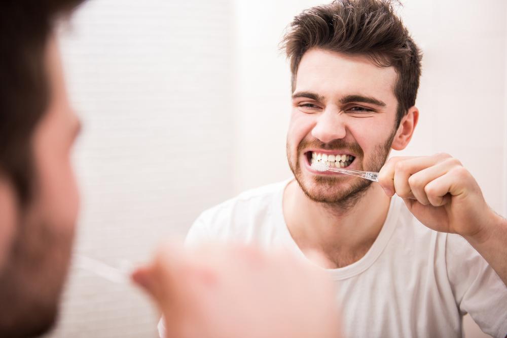 Memberus gigi dengan berus biasa sama seperti bersiwak sekiranya cara yang betul digunakan.