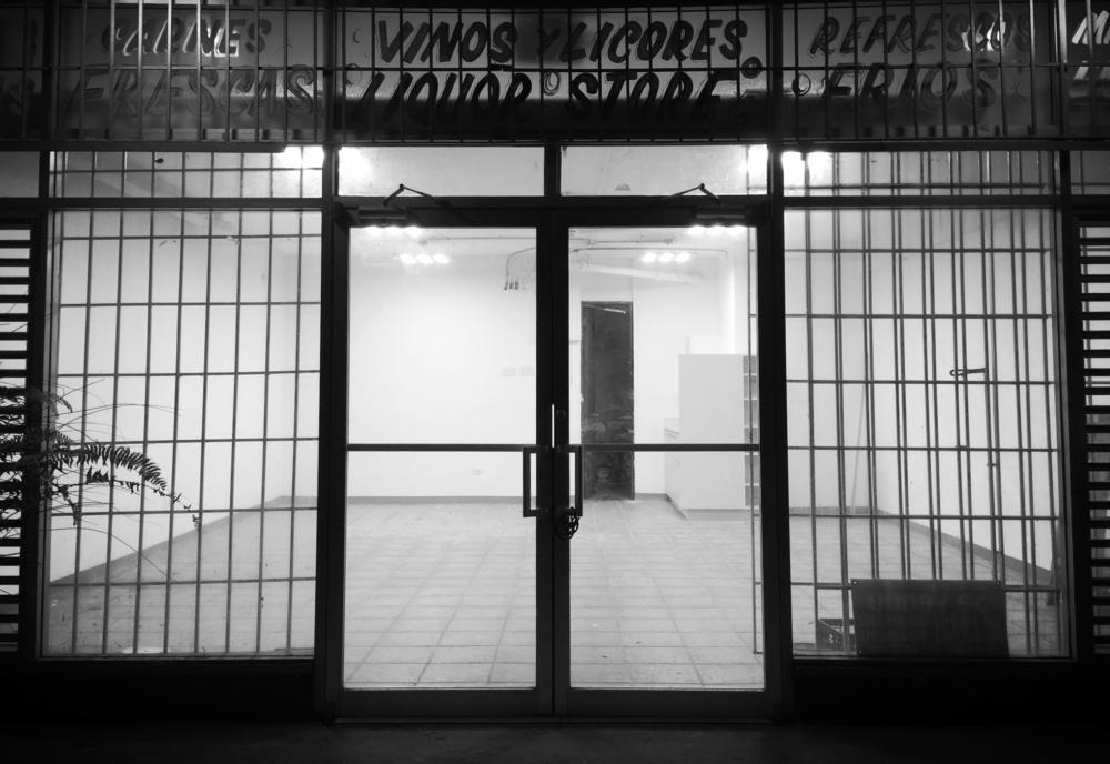 El espacio está ubicado en la Calle Miramar 700, Esq. Fernández Juncos, San Juan, Puerto Rico.
