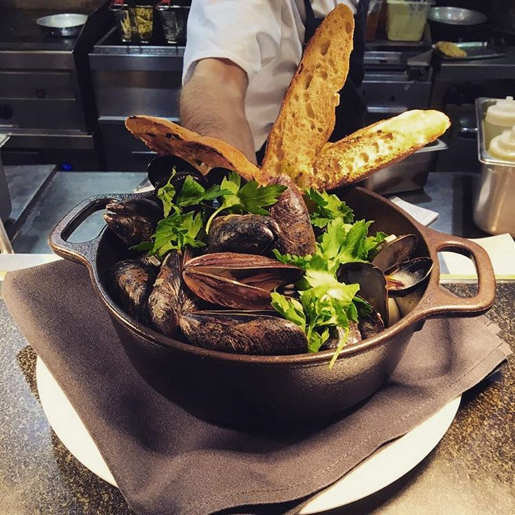 Steamed Mussels with white wine, shallots, garlic, leeks, basil, and grilled baguette, as featured on our Solstice and Hourglass menu.  #StoweMtnLodge #stowemt #nomnom
