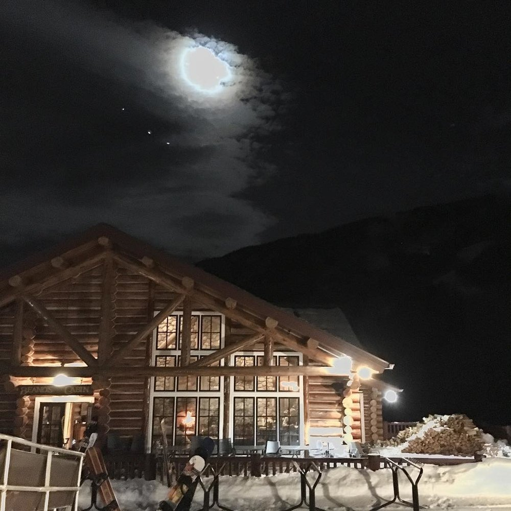 Took a sleigh to Dinner at one of my favorite places on earth, and now I get to howl at the moon- what more could I ask for? Maybe some fresh powder for the weekend, please and thank you Ullr. #beavercreek #peaveinthebeave#powchickapowpow #nofilter #allskiskiski#wanderlust