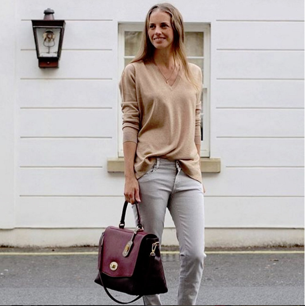 Our dear  @olicobi  with the Fellini bag in burgundy colours.