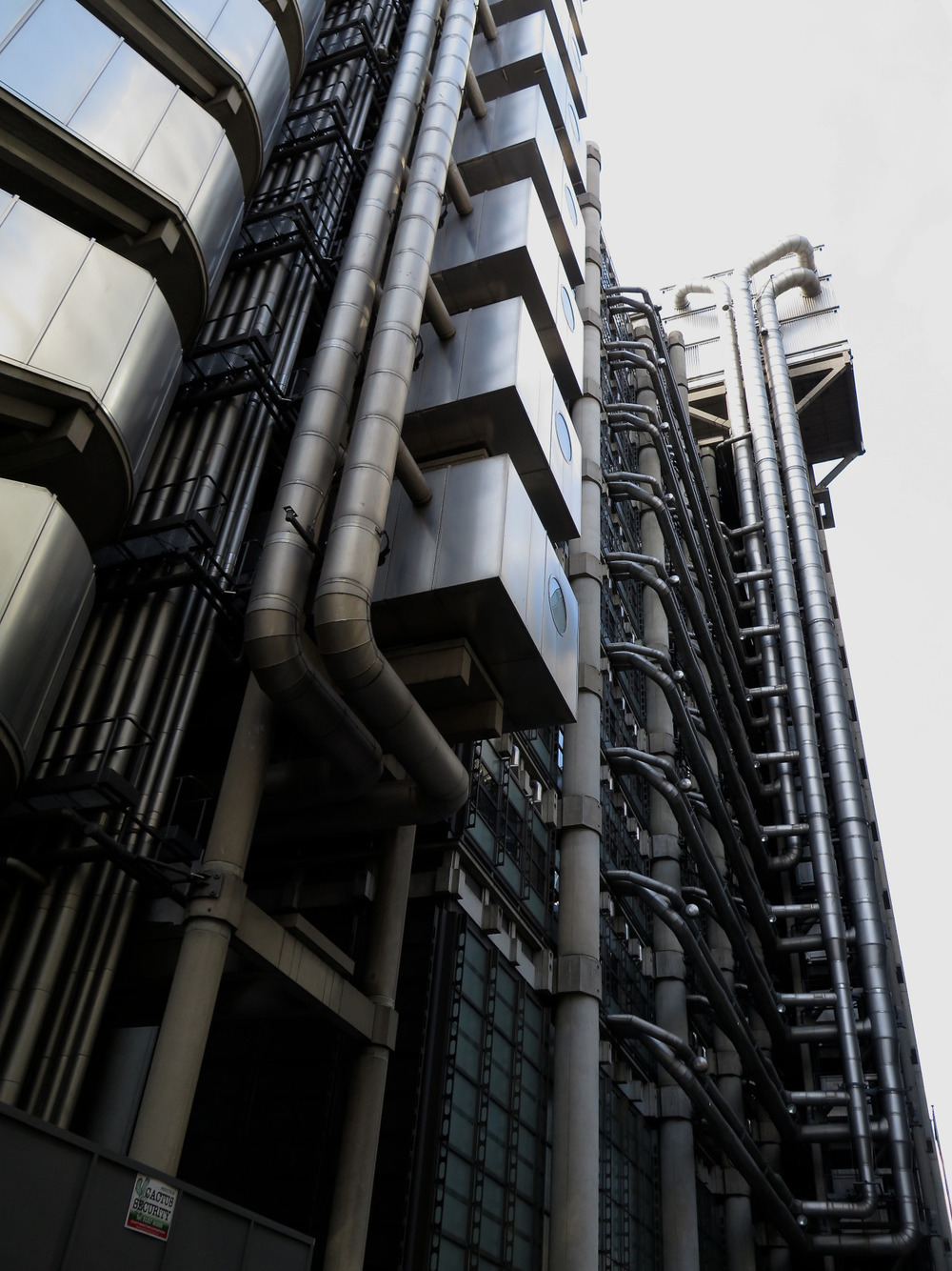 Richard Rodgers Lloyds Building in London. Serious techno pipes…