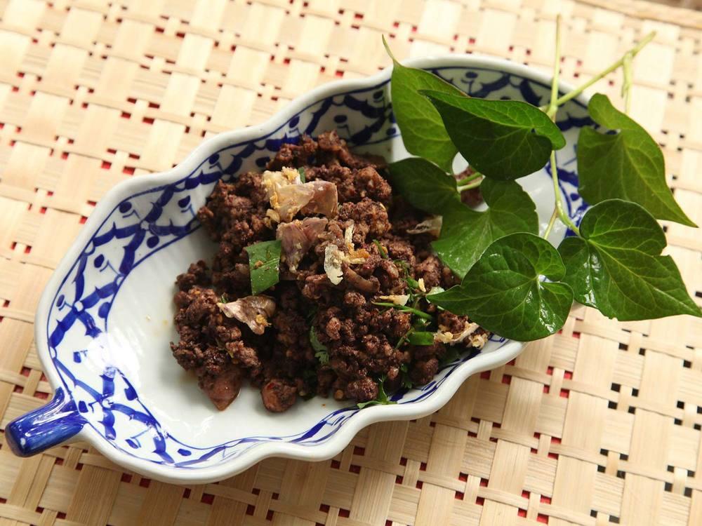 20140707-small-house-thai-cooking-school-larb-moo-muang-5.jpg