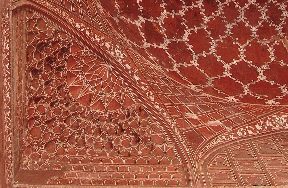 Incised painting on sandstone in Taj Mahal dome. (Image:  Wikipedia )