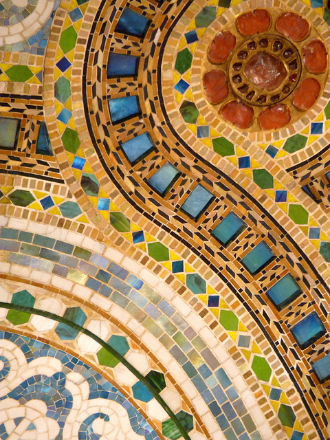Detail of Tiffany Dome at Macy's. (Image:  Flickr )