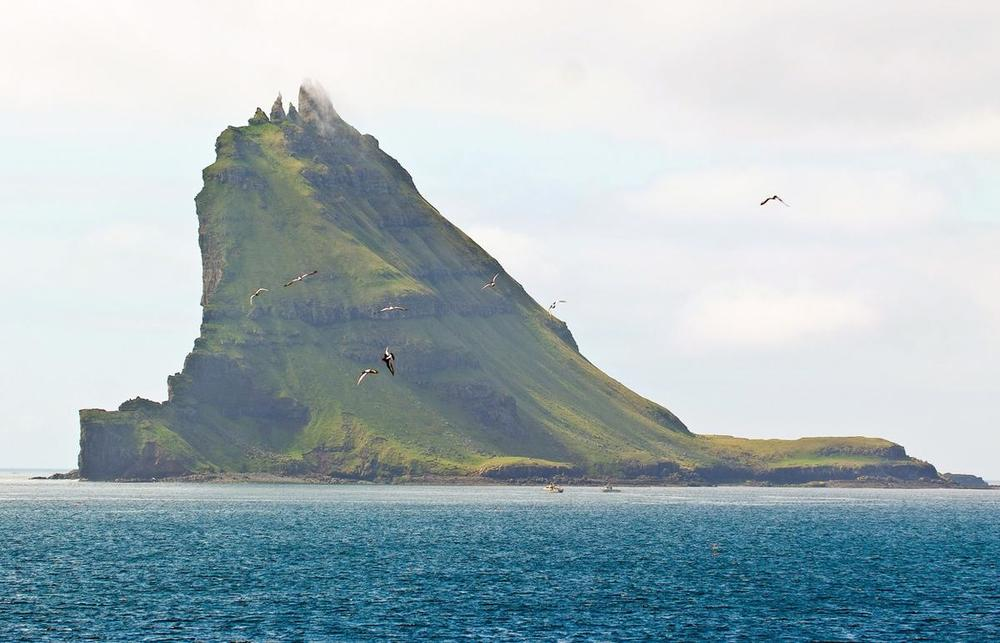Tindhólmur, a small island in Sørvágsfjørður, a fjord on the west side of Vágoy in the Faroe Islands. Each of the small peaks has its own name: Ytsti, Arni, Lítli, Breiði, and Bogdi. (Image:  Arne List )