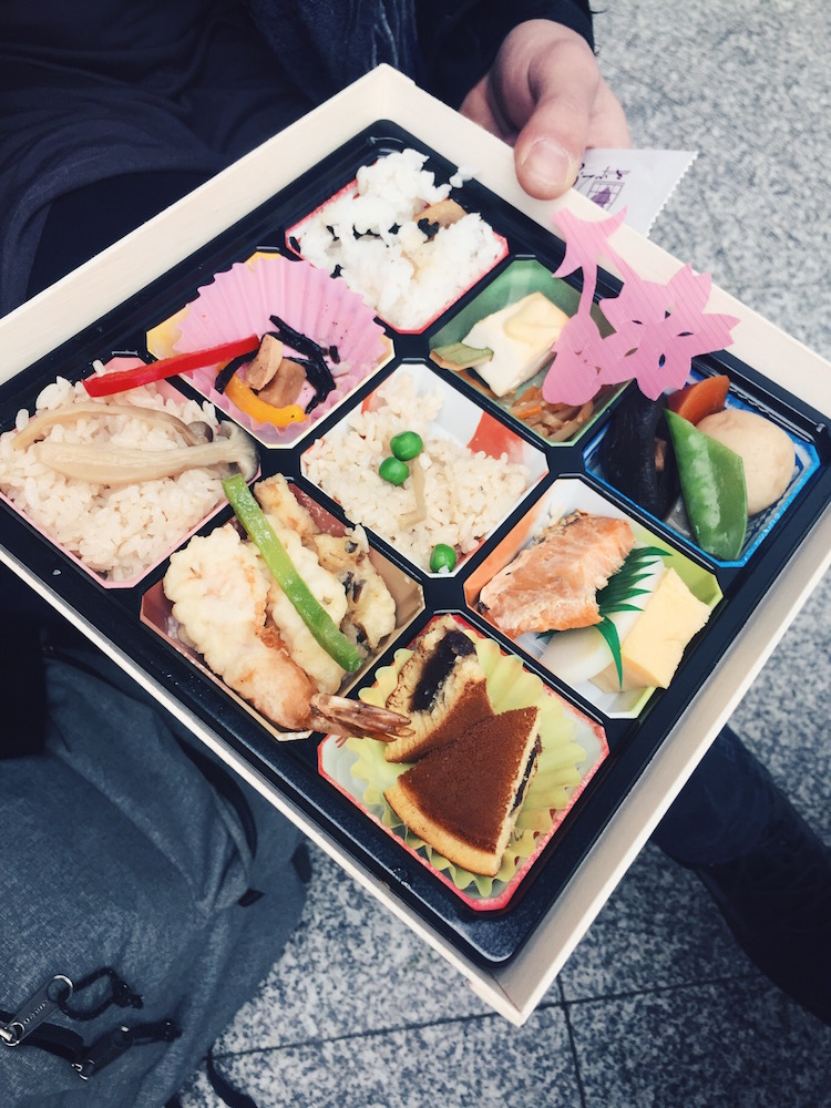 The delicious Makuno Uchi Bento with dorayaki desert!