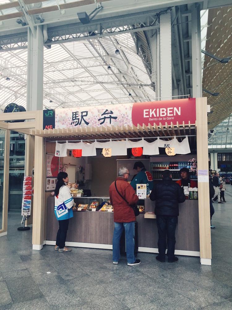 Pop-up stand Ekiben yang imut dengan dekorasi ala Jepang