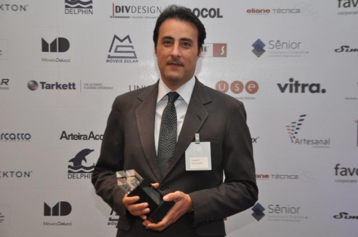 Fonte:http://www.flexeventos.com.br/noticias/ler/premiados_no_xiii_grande_premio_de_arquitetura_corporativo