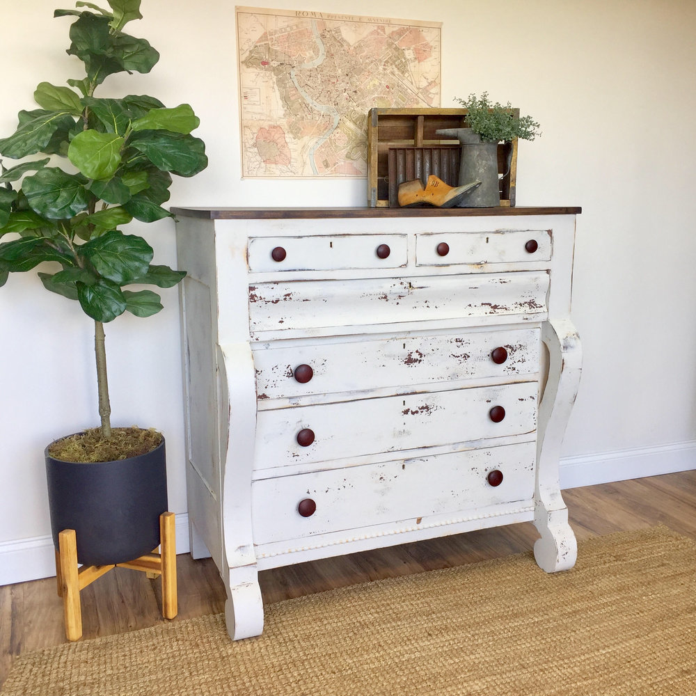 Decorating With Distressed Furniture: Allure With Decor