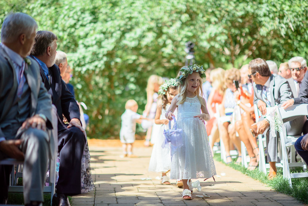 michigan_wedding_at_blue_dress_barn_017.jpg