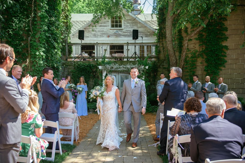 michigan_wedding_at_blue_dress_barn_030.jpg