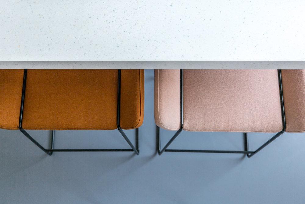 Side Table Keuken : Veilige slaapkamer met volledige keuken washlet parking en