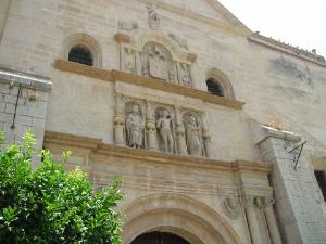 Antqeuera churchstatues