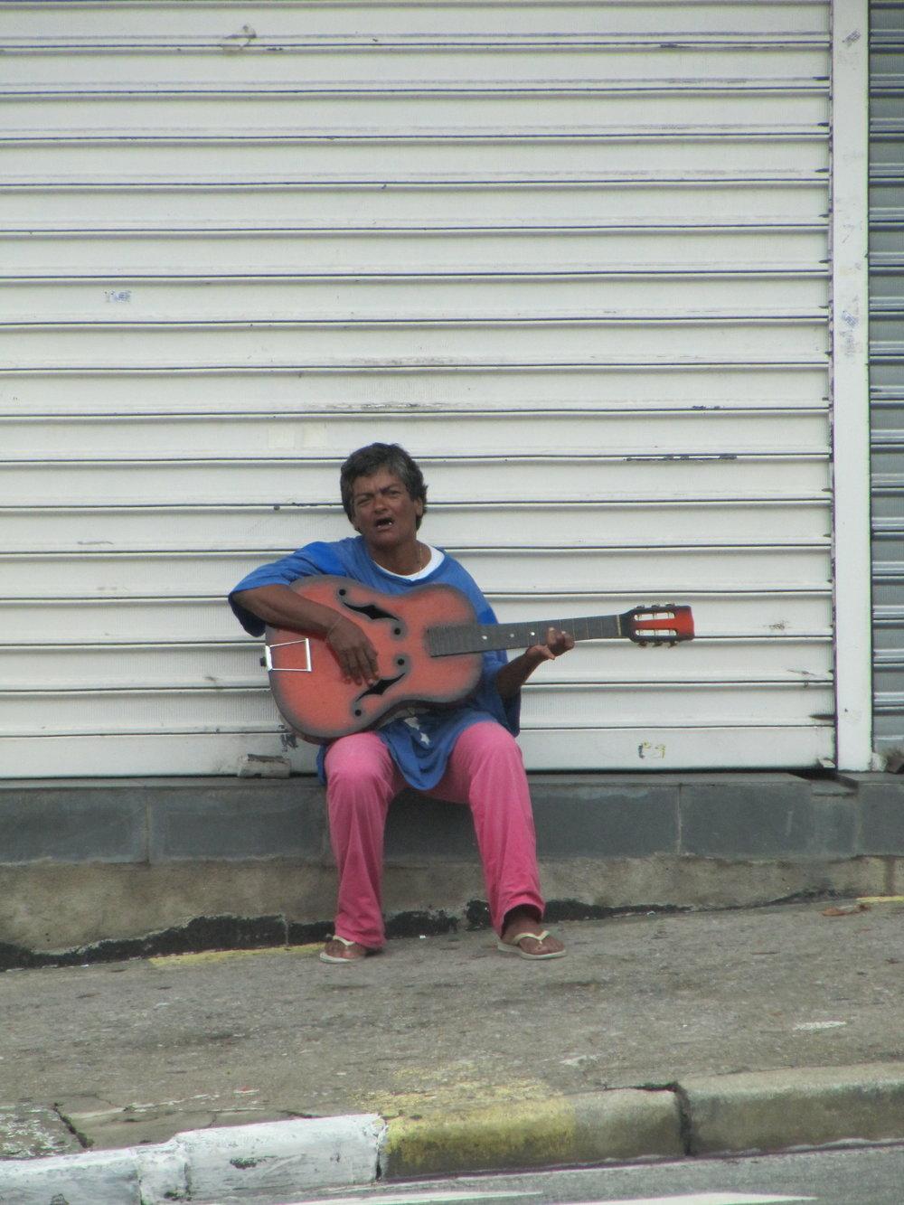 No String Guitar (Brazil 2009 ©MiloMcKinnon)