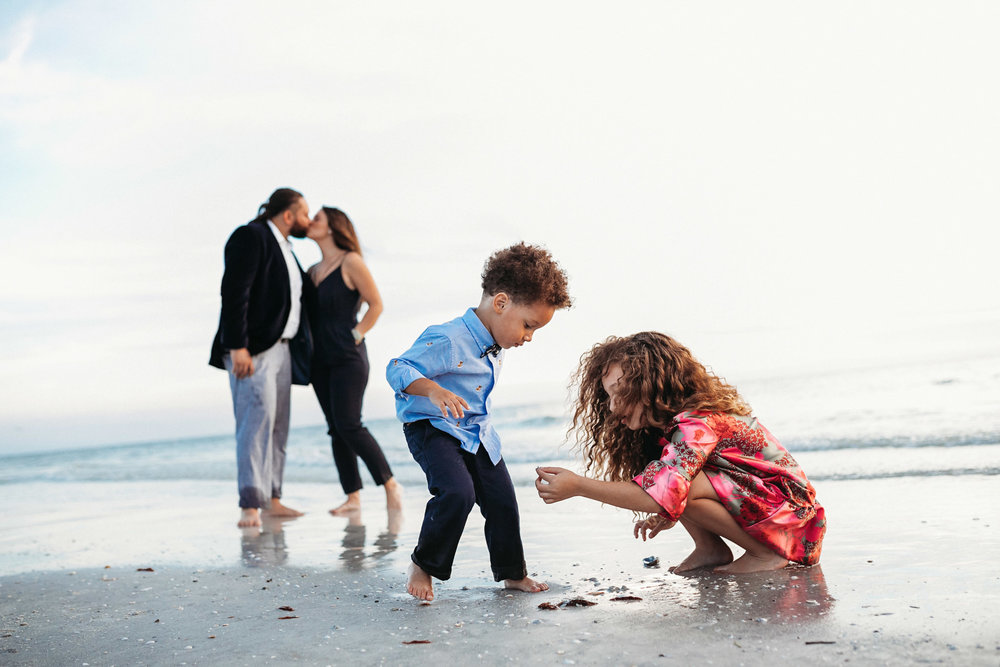 Tampa Family Photographer_Perry Family on the Beach-12.jpg