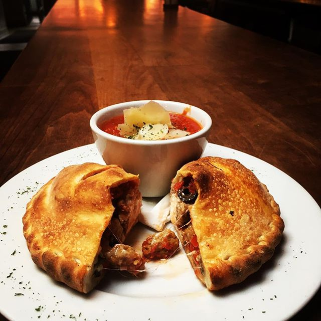Happy Thursday NEP lovers! Come warm up with one of our yummy calzones! 🤤👌🏼