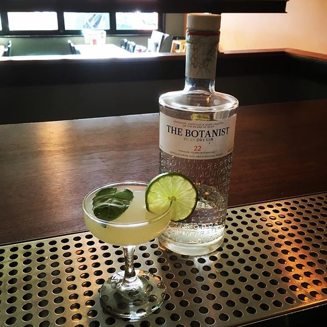 For those of you wishing for sunshine and warmer days, I give you the gimlet. Botanist Gin, lime and basil. #tuesdayscanbefuntoo #thebotanistgin #luncheswithmoonbeam