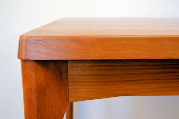 danish-teak-extendable-dining-table-by-henning-kjaernulf-for-vejle-stole-mobelfabrik-1960s-4.jpg