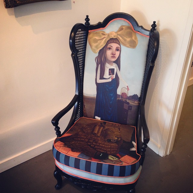 I'm sitting down at the gallery today, in this cosy chair #lolafineart #theyounger #80forty