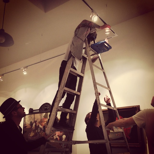 How many gallery guys does it take to screw in a lightbulb? @todiefor @coatesandscarry @bobby_lamps @80forty #theyounger #lolafineart