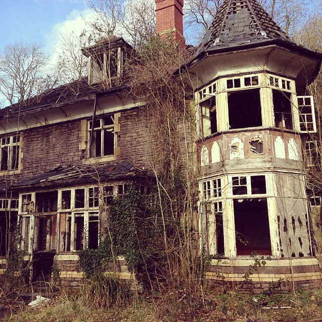 Creepiest place we've found yet #clawdd in caerleon… so scared to go inside.. Very creepy vibes here (at Carleon)