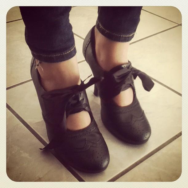 Maya got her first pair of high heels! My baby isn't a baby anymore #theygrowsofast #littleladyface