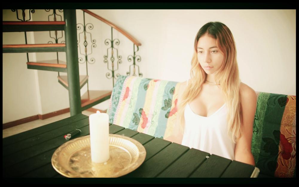 Meditación Objeto  - Puedes enfocar todo tu enfoque en la llama de una vela o mirar dentro de un cristal. Recuerde sentirse cómodo, relaje sus ojos y respire.