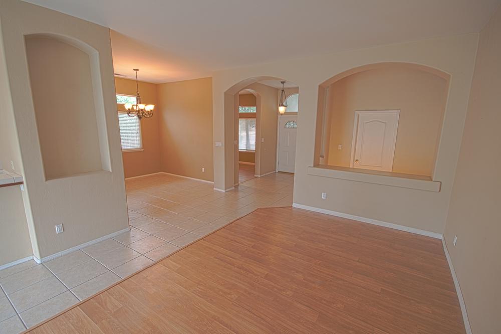 6_6605_Livingroom 1.jpg
